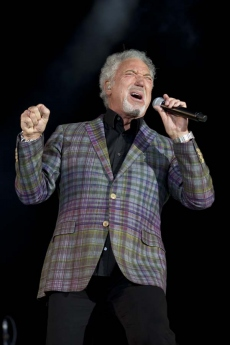 Sir Tom Jones 6656.jpg