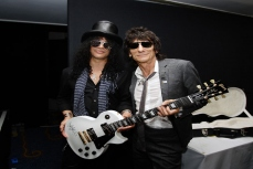 Salsh & Ronnie Wood.jpg